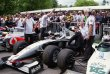 Nick Heidfeld na McLarenu MP4-13, s nímž drží rekord Goodwoodu