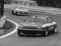 Tom Walkinshaw v Brně roku 1984 potřetí zvítězil na Jaguaru XJS V12