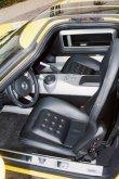 Moderní kokpit Fordu GT s manuálním řazením