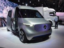 Mercedes-Benz Vision Van má na střeše drony, které dopravují vzduchem drobné zásilky koncovým uživatelům