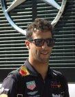 Daniel Ricciardo (Red Bull RB14) se probil na čtvrté místo, když startoval až ze dvanáctého...