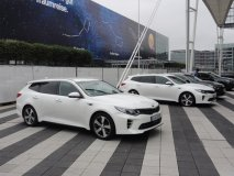 Nová karosářská varianta Sportswagon v provedení Optima GT před startem testovacích jízd v Mnichově