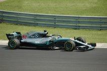 Lewis Hamilton (Mercedes-AMG W09) měl štěstí, k vítězství mu na Hungaroringu pomohlo počasí a za extempore na Hockenheimu potrestán nebyl...