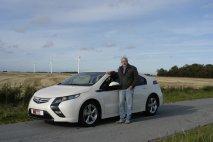Tom Hyan s vozem Opel Ampera
