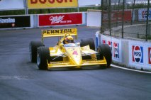 Rick Mears a jeho monopost Penske PC-18 Chevrolet (čtvrté místo)