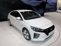 Hyundai Ioniq Plug-In, jedna ze tří verzí rodinného vozu s alternativním pohonem